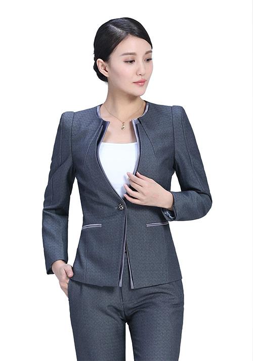 灰色时尚套装