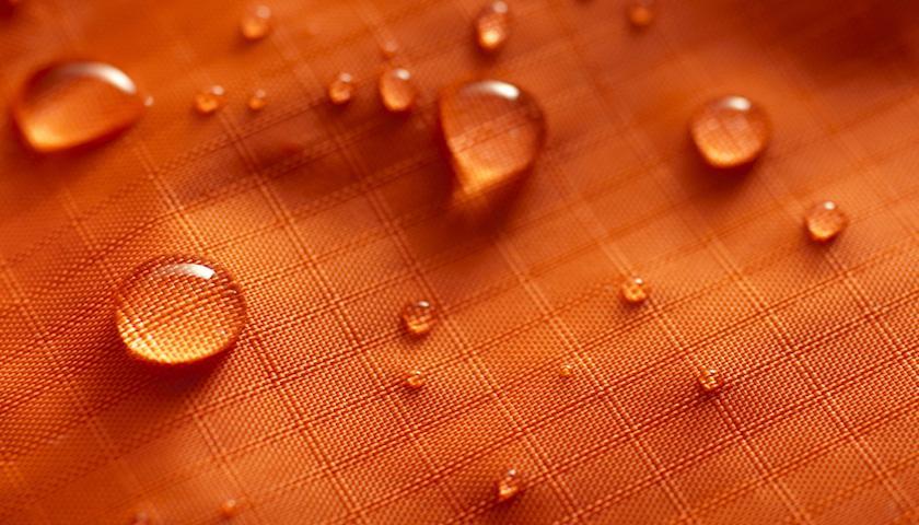 香港大学研制出防水防油物料 使得不洗衣服成为可能