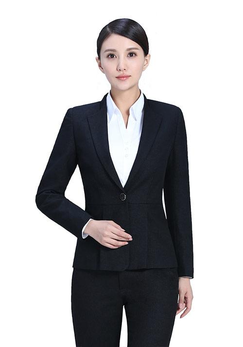 女性选购职业服装的禁忌